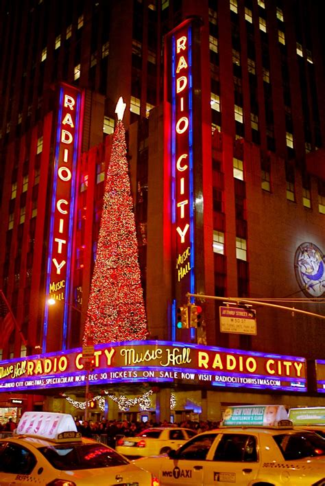 radio city christmas tree nyc nyc decorations on sixth avenue