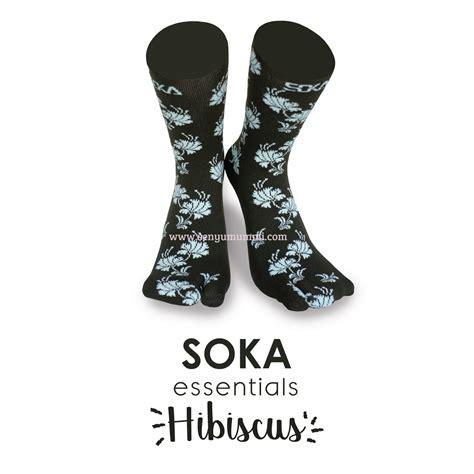 Kaoskaki Motif Bunga soka essentials hibiscus kaos kaki motif bunga sepatu