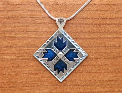 quilt pattern jewelry bears paw quilt jewelry enameled sterling silver