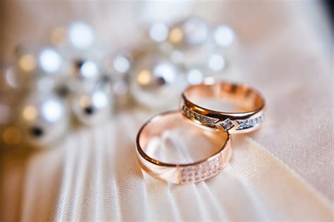 baby gender prediction using a wedding ring in