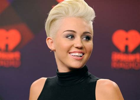 miley cyrus short haircut 2013 why miley cyrus has been quot secretly tugging quot on her hair