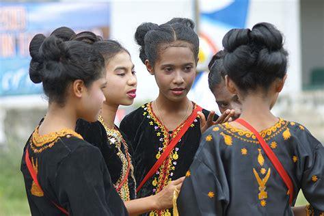 Baju Adat Nagekeo indonesia 68 pakaian adat nusa tenggara timur 171 benyamin lakitan
