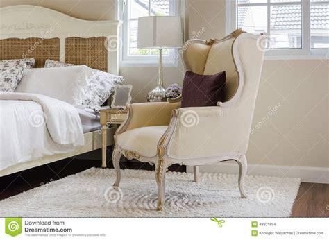 tappeto da letto sedia classica su tappeto con il cuscino in da