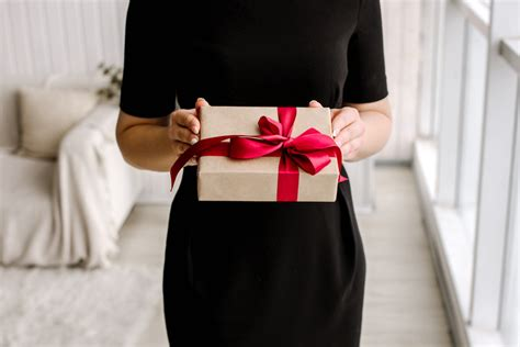 Wedding Gift Etiquette Uk by Wedding Gift Etiquette 101 Everything You Need To
