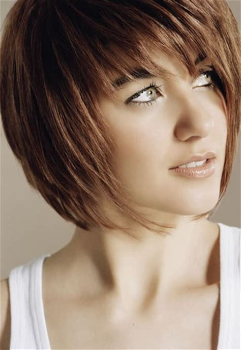 photo coupe de cheveux carre plongeant femme 12