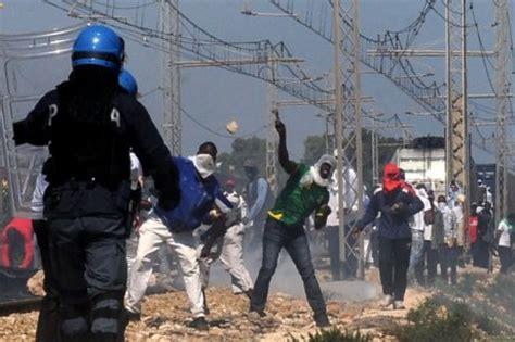 ufficio immigrazione bari immigrazione rivolta bari scarcerati 11 dei 28 arrestati
