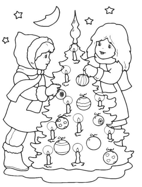 albero di natale con candele natale bambini addobbano l albero di natale con candele