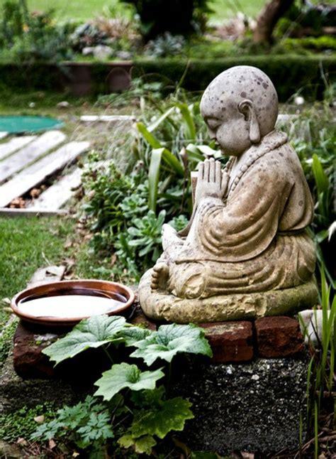Bg244 Batu Gambar Jari Telunjuk tokoh buddha di taman memanjakan semangat anda