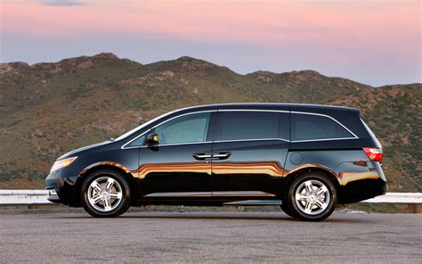 2013 honda odyssey touring honda odyssey 2013 best option for family car onsurga