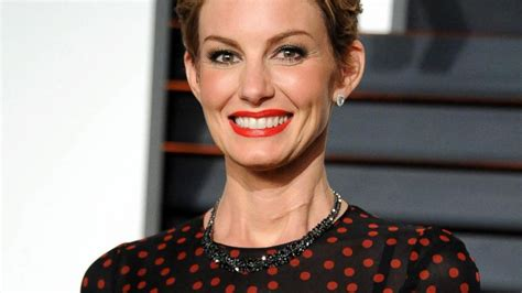 Faith Hills Scar On Neck From Undisclosed Surgery In January | what s the story behind faith hill s neck scar video