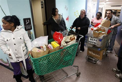 food pantries struggle to meet need at thanksgiving
