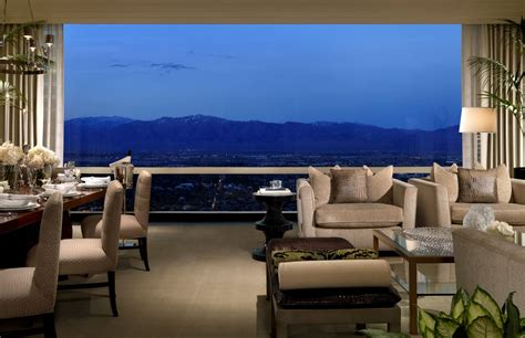donald pent house las vegas penthouse listed for 3 75 million