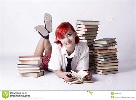 Anime W Stylu by Dziewczyna Czyta Książkę W Anime Stylu Zdjęcie Stock
