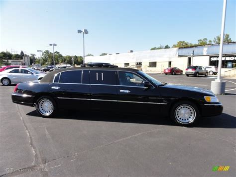 Executive Limousine by Black Clearcoat 2001 Lincoln Town Car Executive Limousine