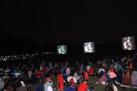 film gerakan 30 september pki 1965 wow ribuan orang lesehan nobar film g30s pki di markas