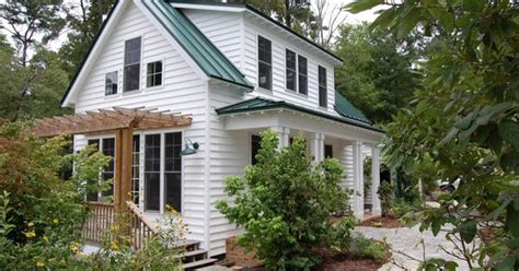 lowes katrina cottages this traditional quot katrina cottage quot design has 3 bedrooms in 1 112 sq ft www facebook com