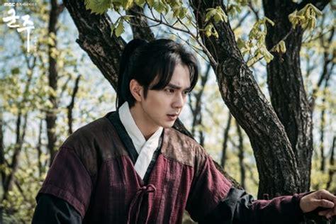 Phim Mat Na Quan Chu Tap 1 Banhtv by Quot Mặt Nạ Qu 226 N Chủ Quot Ch 237 Nh Thức đ 243 Ng M 225 Y Yoo Seung Ho Vất Vả