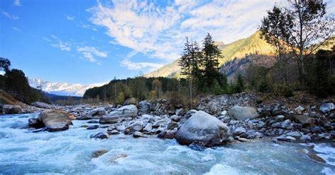 alluring places  visit  manali  december