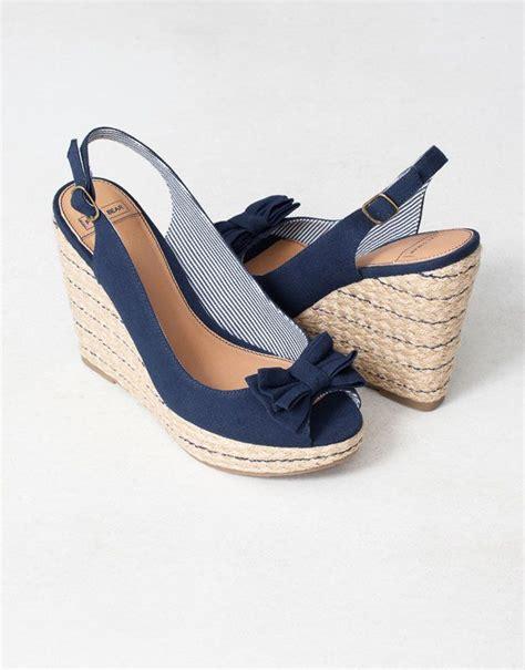 chaussures compens 201 es surpiq 219 res ouvertes au talon chaussures femme chaussures