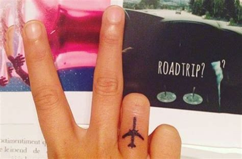 tattoo on finger does it hurt best 25 side finger tattoos ideas on pinterest love