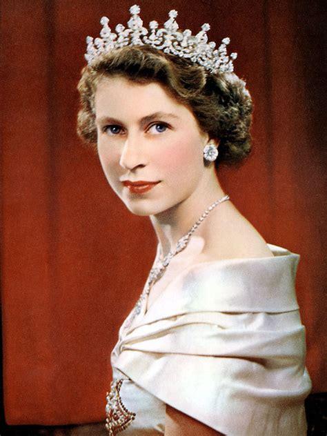 queen elizabeth queen elizabeth ii marks historic milestone as longest
