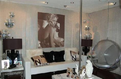 the living room east hton paris hilton s pad for rent living room 5 cnnmoney com