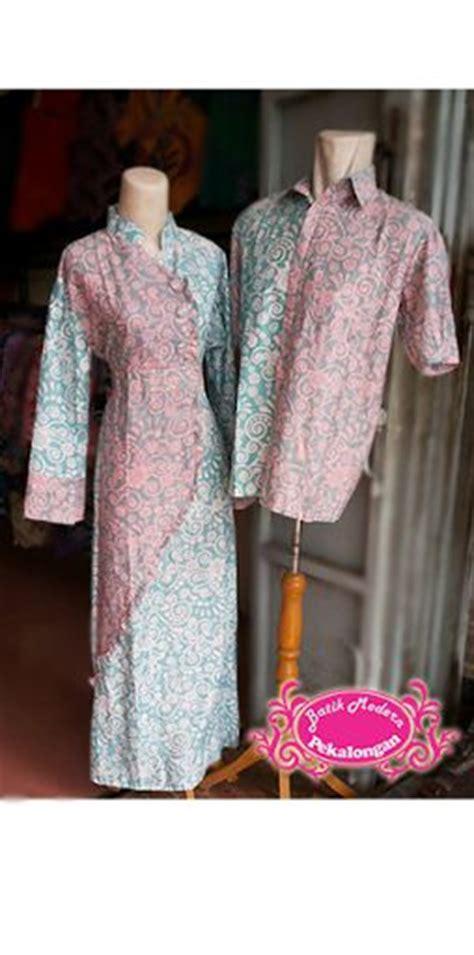 Kemeja Batik Ijo batik sarimbit dengan bahan katun dengan perpaduan dua warna dasar ijo dan merah muda terletak