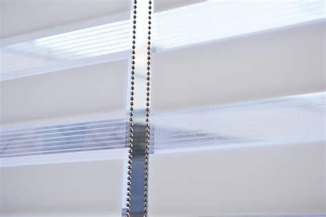 rolgordijn inkorten lengte rolgordijn plakken perfect duocell shade op een draaikiep