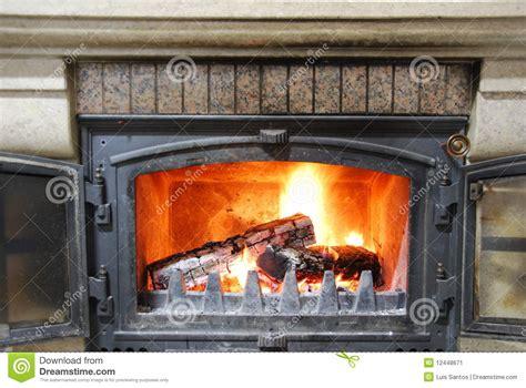 hacer chimenea casera chimenea casera acogedora imagen de archivo imagen 12448671