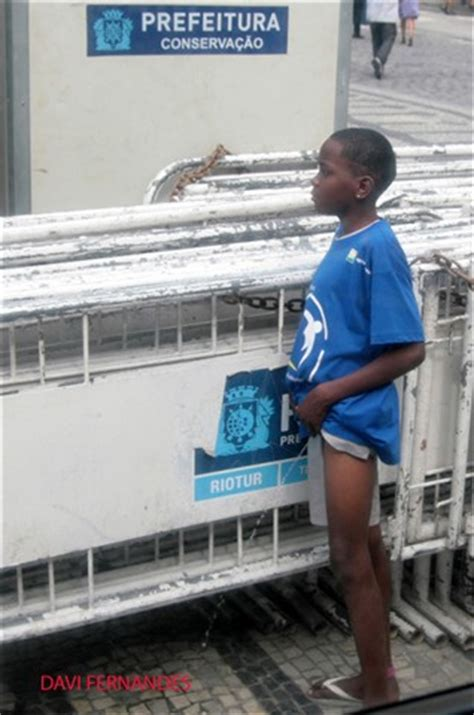 peeing in public is common in rj / brazil.: davi