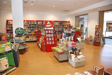 librerie arezzo giunti librerie al magnifico centro commerciale arezzo
