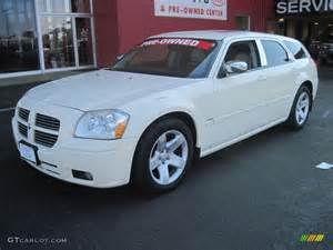White Dodge Magnum 2005 Cool Vanilla White Dodge Magnum R T 28403073 Photo