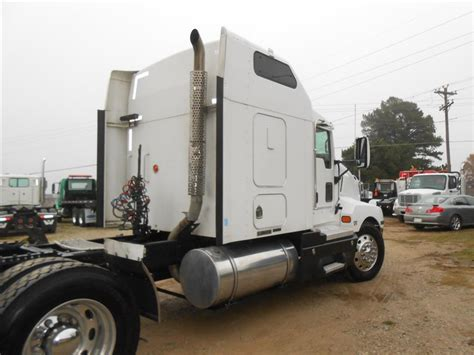 used t600 kenworth used 2006 kenworth t600 tandem axle sleeper for sale in ms