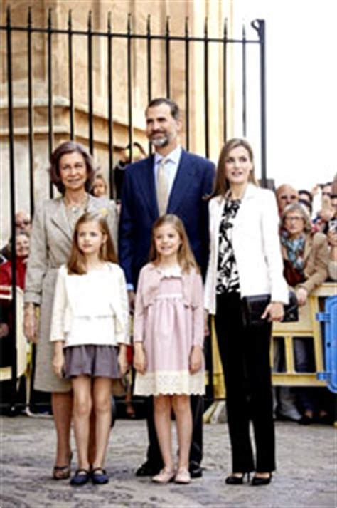 casa reale spagnola la famiglia reale di spagna alla messa di pasqua a maiorca