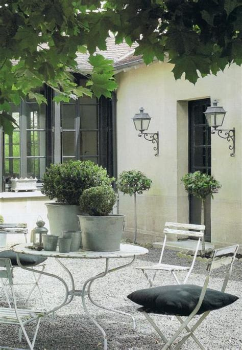 courtyard patio furniture 25 best ideas about courtyard on italian patio italian farmhouse decor and
