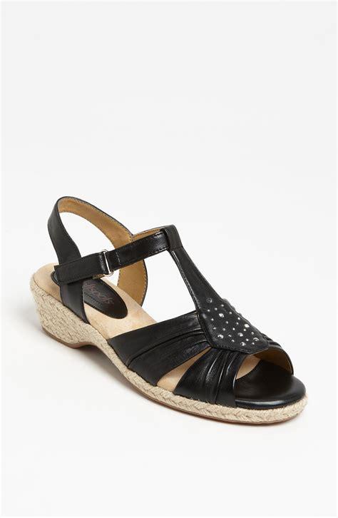 soft spot sandals softspots adalynn sandal in black lyst