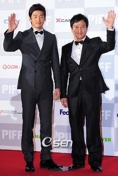 Vire Of The East 10 By Jo Joo Hee Han Seung Hee opening carpet at the 14th pusan international