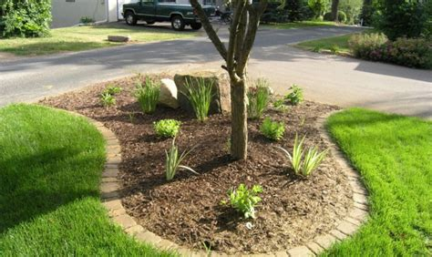 how to keep weeds out of flower beds how to keep weeds out of your flower beds evergreen lawn