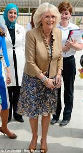 Gamis Daily Raniya duchess of cornwall curtsies to rania of as