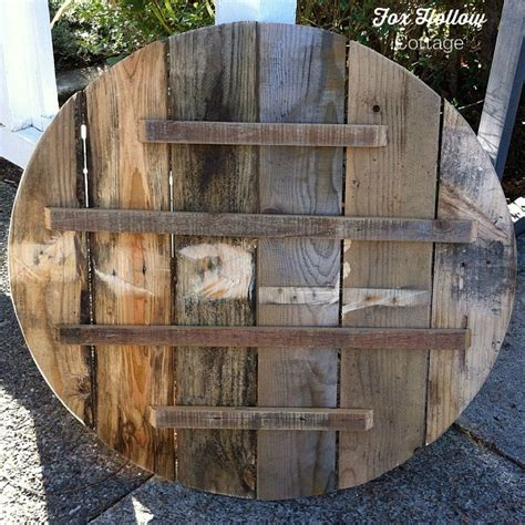 Homemade Home Decor Ideas how to make pallet wood into a round circle shape fox