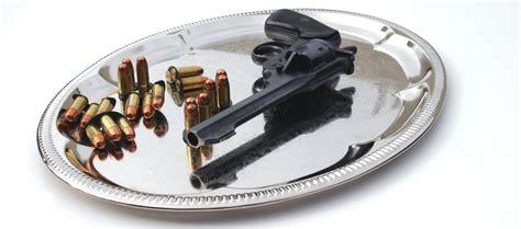 quiz per porto d armi uso caccia porto d armi servito su un vassoio d argento armi magazine