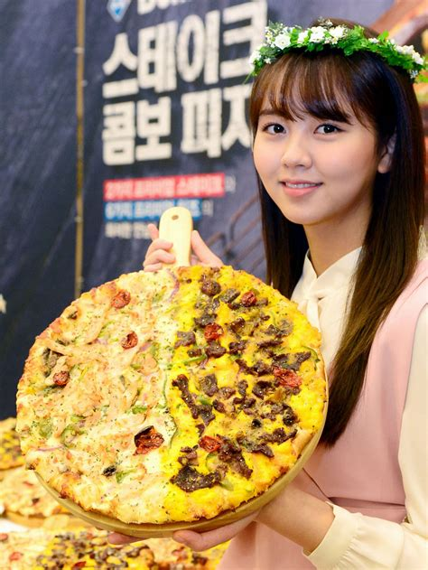 kim  hyun dominos pizza promotion event korean girl