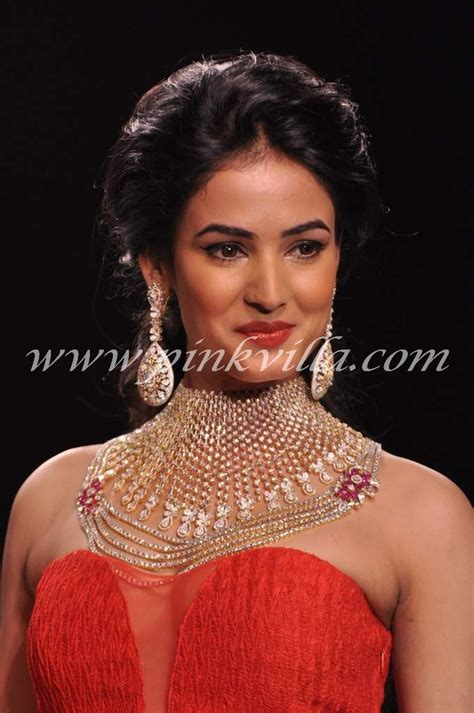 sonal chauhan skin care sonal chauhan walks the r for kashi jewellers at iijw