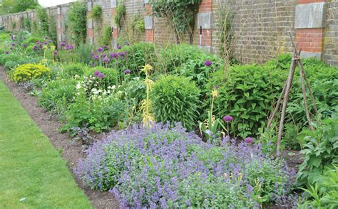 create the look of an english garden in your midwest