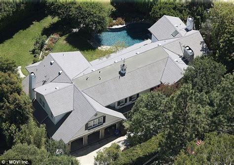 ashton kutcher and mila kunis house mila kunis and ashton kutcher purchase 10mil home in