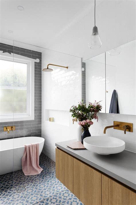 Badezimmer Fliesen Akzente by Badezimmer Mit Sch 246 Nen Fliesen Und Rosa Akzenten Wohnen