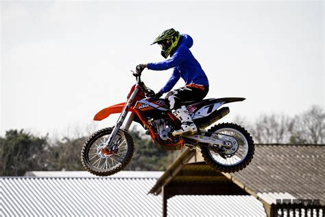 how to jump a motocross bike kimi raikkonen is not afraid to jump a motocross bike