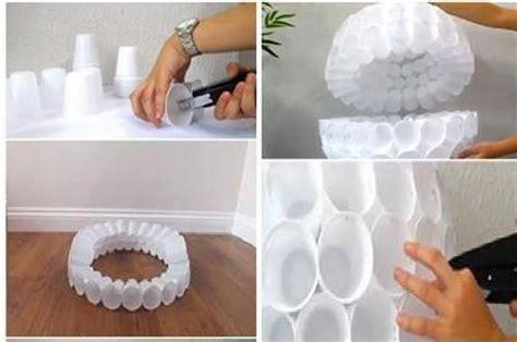 come fare pupazzo di neve con bicchieri di plastica come creare babbo natale con i bicchieri di plastica