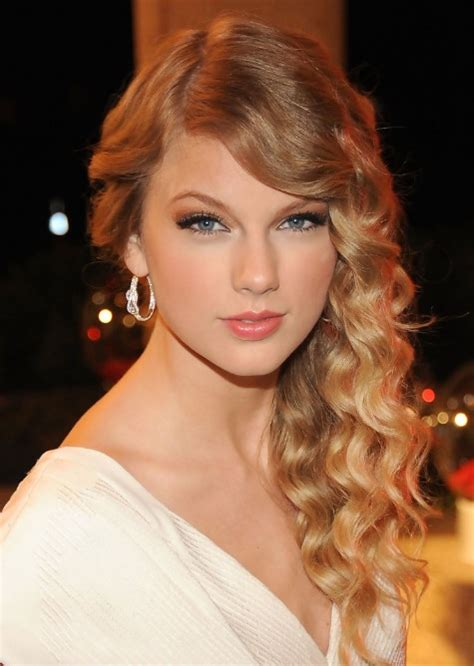 taylor swift hairstyles for curly hair taylor swift side swept waves for long hair hairstyles