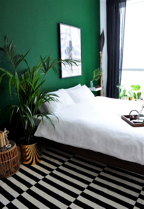 green bedroom decor best 25 dark green rooms ideas on pinterest